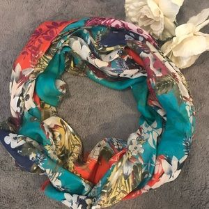 Accessories - ‼️REDUCED‼️ Floral scarf
